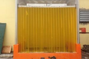 Lắp đặt màn nhựa PVC màu vàng chống côn trùng tại Nhà máy thực phẩm Đức Việt
