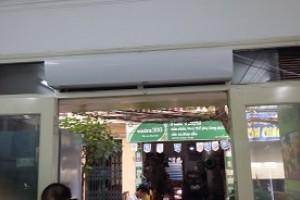 Lắp đặt Quạt cắt gió tại cửa hàng thực phẩm đồng quê